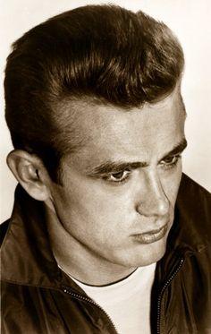 60 anni fa moriva James Dean: il mito continua. E ci vestiamo ancora come lui