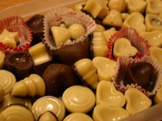 Recipe marzipan chocolates by - recipe of the category desserts White Chocolate Brownies, Chocolate Topping, Chocolate Flavors, Chocolate Recipes, Candy Recipes, Dessert Recipes, Desserts, Dried Blueberries, Kitchen Time
