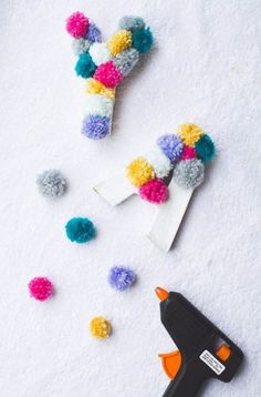 >>>Cheap Sale OFF! >>>Visit>> DIY Crafts with Pom Poms - Yarn Pom Pom Letters - Fun Yarn Pom Pom Crafts Ideas. Garlands Rug and Hat Tutorials Easy Pom Pom Projects for Your Room Decor and Gifts diyprojectsfortee. Kids Crafts, Diy And Crafts, Craft Projects, Arts And Crafts, Glue Gun Projects, Glue Gun Crafts, Diy Crafts For Birthday, Kids Diy, Diy Birthday