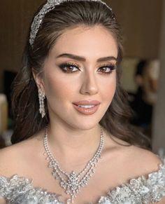 Fall Wedding Makeup, Messy Wedding Hair, Bridal Makeup Looks, Bridal Hair And Makeup, Bride Makeup, Glam Makeup, Beauty Makeup, Hair Beauty, Hair Up Styles