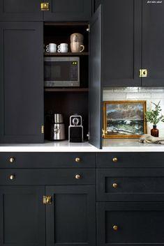 Kitchen Ikea, Kitchen Pantry Cabinets, Ikea Cabinets, Rustic Kitchen, Kitchen Decor, Kitchen Hacks, Kitchen Modern, Kitchen Cabinet Paint, Dark Blue Kitchen Cabinets