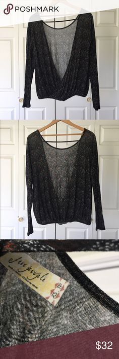 Free People Open Back Long Sleeve Top Size XS EUC This top is in great condition, with a beautiful open back. Free People Tops Tees - Long Sleeve