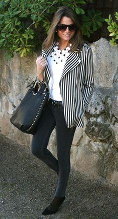 Jacket : Zara (New Collection) ; Jeans : Hollister ; Sunglasses : Mango ; Shoes : Pilar Burgos (On sale) ; Necklace : Suite 210 (New Collection) ; Bag : Pilar Burgos