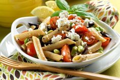 Greek Penne Pasta Salad: Made with whole-wheat noodles, beans, veggies and lots of herbs for flavor! Makes an awesome side dish at a cookout! Penne Pasta Salads, Greek Salad Pasta, Pasta Salad Recipes, Cookout Side Dishes, Beef Recipes, Healthy Recipes, Vegetarian Recipes, Drink Recipes, Healthy Eating Tips