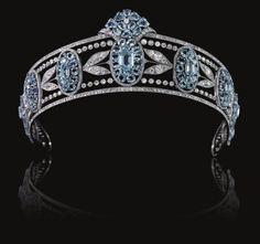 La Belle Époque tiara aquamarine clusters interspersed with sprays of diamond myrtle leaves.