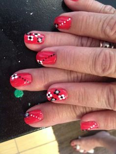 Nails by design ♡ ♥ ♡ ♥ dotted daisys ♡♥♡