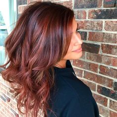 What's the difference between balayage vs highlights? Find out what balayage hair is and discover the best balayage hair colours and techniques to try. Auburn Hair Balayage, Balayage Hair Copper, Bayalage, Hair Color Auburn, Balayage Brunette, Hair Color Balayage, Red Balayage Highlights, Dark Red Balayage, Deep Auburn Hair