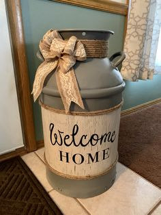 Decorating With Milk Cans, Porch Decorating, Farmhouse Kitchen Decor, Farmhouse Style, Decor Crafts, Home Crafts, Painted Milk Cans, Milk Can Decor, Old Milk Cans