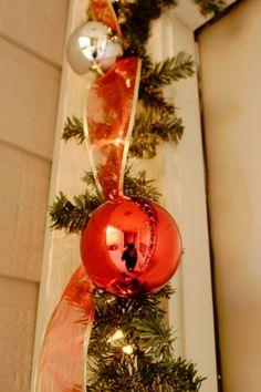 diy christmas garland around the front door