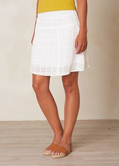 What To Wear In Greece: Santorini, Mykonos, Athens Best Travel Pants, Travel Skirt, Travel Clothes Women, Travel Outfits, Travel Fashion, Best Ankle Boots, Stylish Winter Coats, Fashion Designer Quotes, Fall Chic