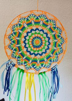 dream catch vitamin 25 cm in diameter tricolor blue blue green orange 50 cm height, fun colors Motif Mandala Crochet, Art Au Crochet, Crochet Motifs, Mandala Pattern, Crochet Patterns, Dreamcatcher Crochet, Christmas Craft Show, Crochet Rings, Dream Catcher White