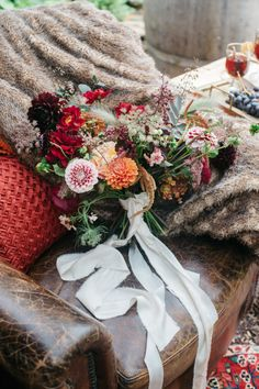 inspirational autumn photo shoot – featured on ruffled blog…Flowers:  Holly Bee Flowers  Photo:  Emma Barrow.  Read more...