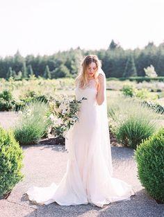 Tendance Robe du mariage 2017/2018  European-inspired wedding dress: Photography: Sweetlife  www.lovethesweetl