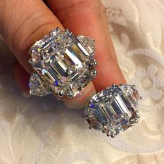 l#Omg10ctsAndBeyond Enjoy this 15ct n 25ct comparison by @guinavrora  Thank you @guinavrora for brightening our days by sharing your magnificent diamonds