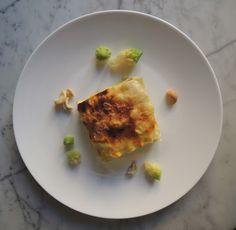 Il topicco: Lasagne con crema di broccolo romanescoal profumo di curcuma, besciamella e anacardi