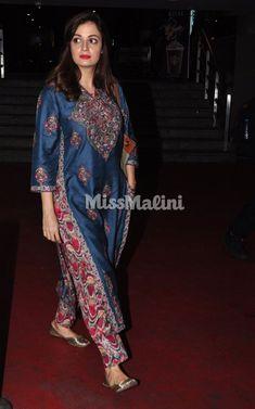 Airport Spotting: Dia Mirza's Desi Outfit Was A Print & Colour Party! Salwar Designs, Kurta Designs Women, Kurti Designs Party Wear, Indian Attire, Indian Ethnic Wear, Indian Outfits, Look Short, Indian Designer Suits, Designs For Dresses