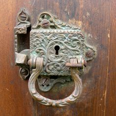 Lock to open with skeleton key. Door Knobs And Knockers, Antique Door Knobs, Antique Keys, Vintage Keys, Knobs And Handles, Door Handles, Old Doors, Windows And Doors, Old Keys