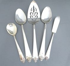 For Mother's Day Rogers & Bro. International Silver Starlight 1950 5 Piece Serving Set – Pierced Cake/Pie Server–Butter Knife–Sugar Spoon – 2 Serving Spoons https://etsy.me/2GQFFqY #housewares #serving #silver #flatware #silverplate #vintage #butterknife #sugarspoon