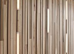 Ook zeer leuk ... Een origineel alternatief voor de perfect geplaatste thermowoodlatjes ... En subtiele verlichting er doorheen ... Prachtig effect!!! ...