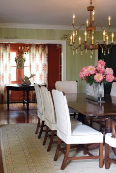 Homeowner takes design cues from her passion  for gardening, antiques, and seashells.