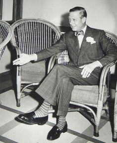Duke of Windsor bow tie, loafers Dapper Gentleman, Gentleman Style, Dress Code, Eduardo Viii, Edward Windsor, Charlize Theron Style, English Gentleman, English Men, Savile Row