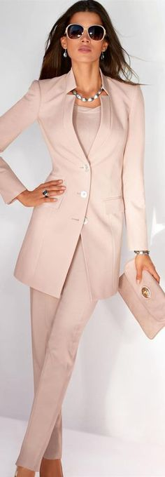 Flattering blazers for women - Madeleine Fashion Blazers For Women, Suits For Women, Women Blazer, Terno Casual, Dress Casual, Casual Wear, Madeleine Fashion, Trouser Suits, Trousers