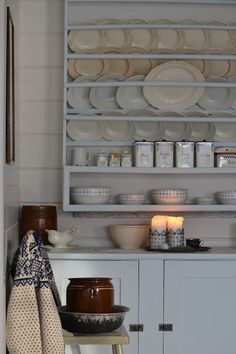Cosy atmosphere and Nordic style Big Kitchen, Kitchen Reno, Kitchen Dresser, Rest, Plate Racks, White Dishes, Walk In Pantry, Scandinavian Home, Rustic Interiors