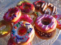 Mini Donuts - Mini donut cupcake toppers.