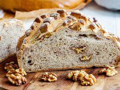 Valnötsbröd – recept på lättbakat bröd med valnötter | Aftonbladet Crunches, All Things Christmas, Bread, Desserts, Recipes, Food, Tailgate Desserts, Deserts, Brot