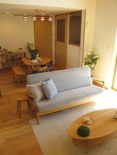 ★★★オーク材の床にオーク無垢材の家具でコーディネート