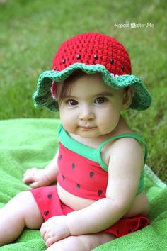 """When your daughter has a watermelon bathing suit, the only sensible thing to do is to crochet a matching watermelon sun hat! This hat is really easy to make and works up quickly using double crochet stitches. And I will show you how to make simple """"seeds"""" using large pony beads! Materials: – Size H …"""