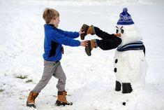 #WinterHumor | 30 Crazy And Creative Snowman Ideas from boredpanda.com | #TooFunny #snowmen