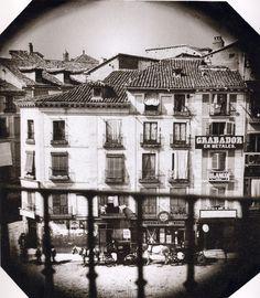La Puerta del Sol, antes de la reforma, esquina con la calle Montera, 1855. Anónimo. Biblioteca Nacional (Madrid) --