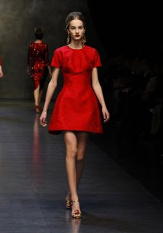 Dolce & Gabbana Woman Runway Show - Video and Photos Fall Winter 2014 - Discover Photos and Video from the Dolce & Gabbana Fall Winter 2014 Woman Collection Fashion Show. Special Contents from the Runway of the Metropol Theatre in Milan.