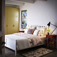 A good night's sleep in a comfy bed. Bedroom furniture that gives you space to store your things (in a way that means you'll find them again). With warm lighting to set the mood and soft textiles to snuggle up in. All at a price that lets you rest easy. It's what sweet dreams are made of.