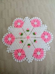 This Pin was discovered by han Doily Patterns, Easy Crochet Patterns, Vintage Patterns, Flower Patterns, Teapot Cover, Rugs And Mats, Crochet Potholders, Yarn Shop, Baby Sweaters