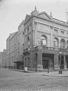 Theatre Royal One of four Royal Theatres built in Dublin. The venues received a royal patent that made theatrical performance legal. Old Pictures, Old Photos, Old Irish, Ireland Homes, Photo Engraving, Dublin City, Theatres, Dublin Ireland, Book Of Life