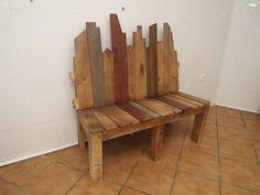 Banco construido con madera recuperada de pales