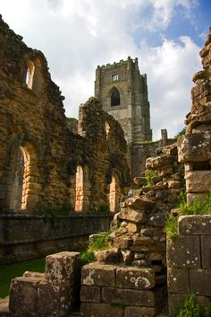 fountains abbey, north yorkshire, england | travel destinations in the united kingdom + ruins #adventure