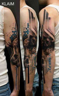 tatouage bras bleu