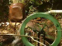 Roda d'agua gerando energia