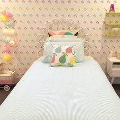 kidsroom decor, string shelves via elleni_pearce