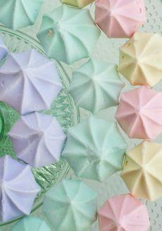 pastels.quenalbertini: Pastel meringues