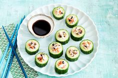 Cucumber sushi filled with cottage cheese, salmon, ginger, soysauce and nori Small Meals, Avocado Egg, Cottage Cheese, Party Snacks, Tasty Dishes, Brunch, Tapas, Snack Recipes, Good Food