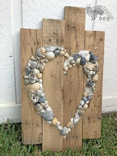 Shell Heart Sign- Beach Sign- Shell Art- Beach Wedding Sign- Anniversary Gift- Beach House- Wedding Guest Book - Shell Herz Zeichen Strand Zeichen Shell Kunst Strand image 2 Best Picture For crafts for tweens - Seashell Crafts, Beach Crafts, Diy Crafts, Sewing Crafts, Sewing Projects, Diy Projects, Beach Wedding Signs, Beach Signs, Coastal Wedding Theme