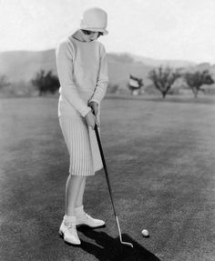Golf Outfit S Women American Actress, Jean Arthur Playing Golf, - The came to be defined by the emergence of vintage fashion, and as you can see from these pictures, it still looks awesome over 90 years later. Jean Arthur, Golf Attire, Golf Outfit, Festival Biarritz, Estilo Coco Chanel, Style Année 20, 80s Style, Golf Fashion, Womens Fashion