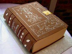 Tarta-libro - Como no he encontrado una foto de los dos cumpleañeros juntos y solos les pongo una tarta con forma de libro. - Fotolog
