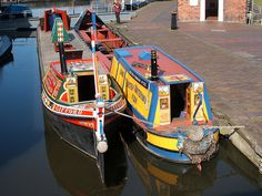 Hand painted canal boats [Working boats, even. Barge Boat, Canal Barge, Castle Painting, Boat Painting, Canal Boat Art, Canal Boat Interior, Dutch Barge, Love Boat, Narrowboat