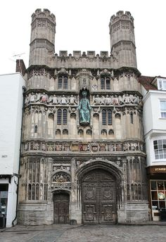 Christ Church gate, Canterbury, Kent, England - Founded in the cathedral was completely rebuilt from 1070 to 1077 Kent England, England And Scotland, Sacred Architecture, Historical Architecture, Unique Buildings, Beautiful Buildings, Cathedral Church, Canterbury Cathedral, Places To Travel