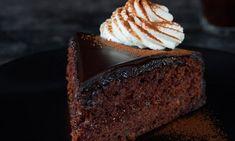 Jablková Sacherova torta  Recept: Neodolateľná torta z Prírodného kakaa Dr. Oetker s vláčnym tmavým jablkovým cestom a Polevou tmavou Dr. Oetker.  - Jeden z mnohých, vynikajúcich receptov Dr.Oetker, starostlivo vyskúšaných v Skúšobnej kuchyni Dr.Oetker. Treats, Sweet, Food, Basket, Recipes, Sweet Like Candy, Candy, Goodies, Essen